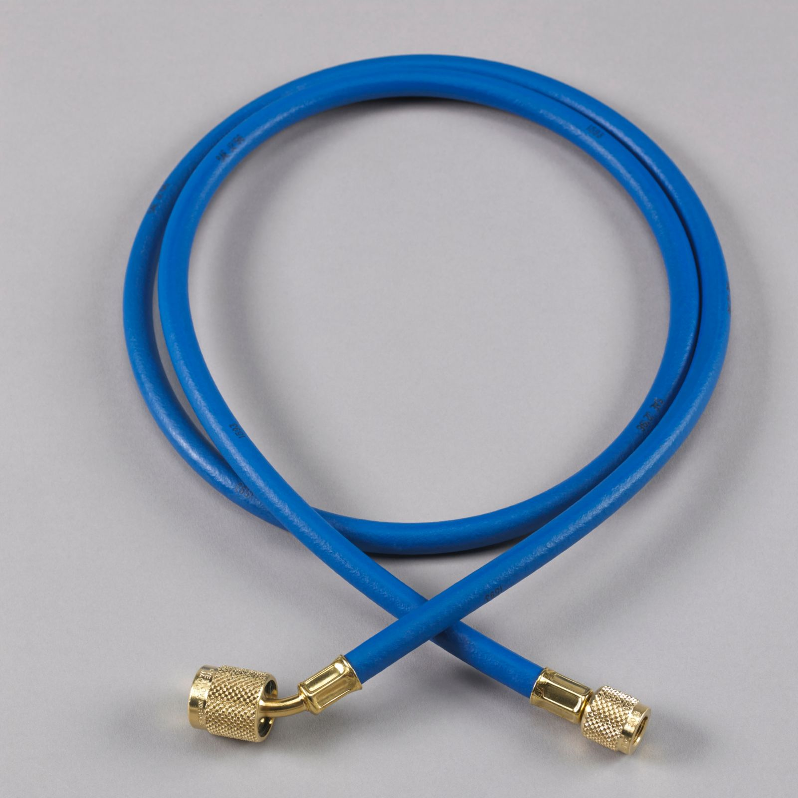 "Yellow Jacket 22260 - Plus II Blue Hose with SealRight Low Loss Anti-Blow Back Fitting 1/4"" X 5'"